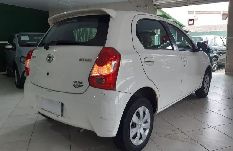 Toyota Etios XS 1.5 16V Flex - Foto #4