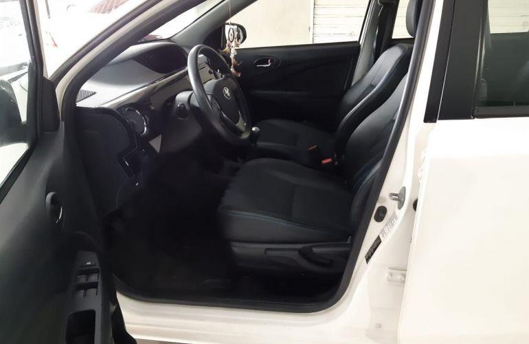 Toyota Etios XS 1.5 16V Flex - Foto #10
