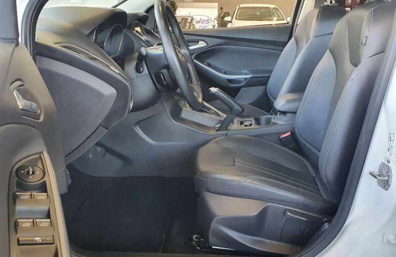 Ford Focus 2.0 Titanium Hatch 16v - Foto #10