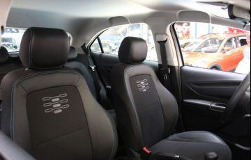 Chevrolet Onix 1.0 LT Black - Foto #7