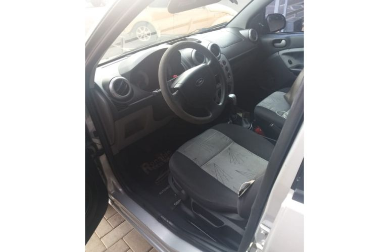 Ford Fiesta Hatch 1.6 (Flex) - Foto #8