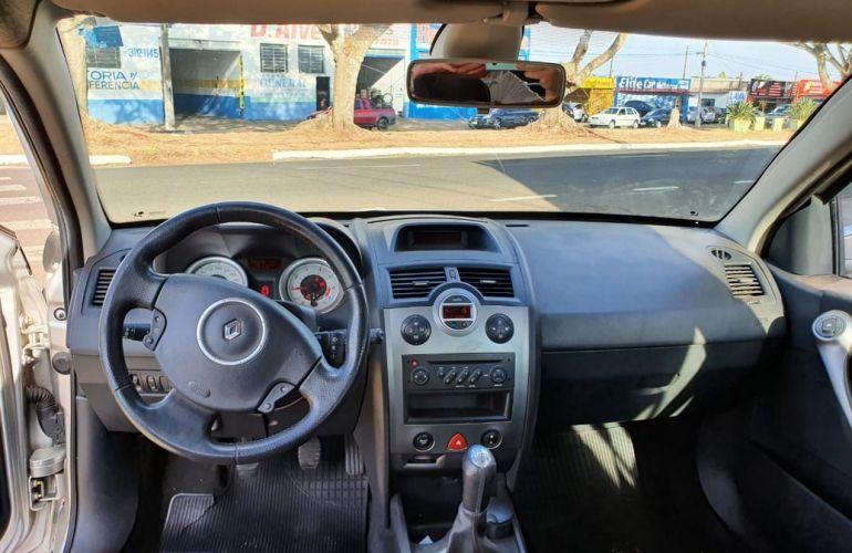 Renault Megane 1.6 Dynamique Grand Tour 16v - Foto #7