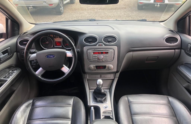Ford Focus Sedan GLX 2.0 16V (Flex) - Foto #5