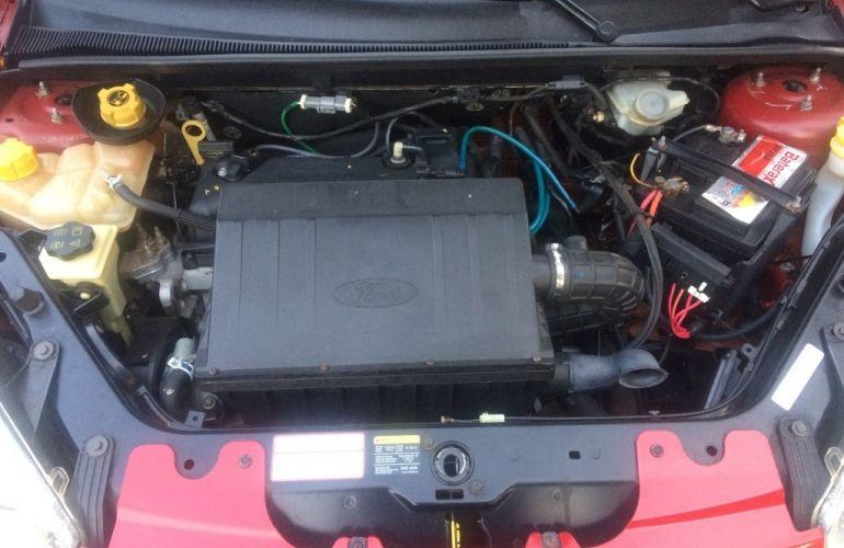 Ford Fiesta Hatch Trail 1.6 (Flex) - Foto #8
