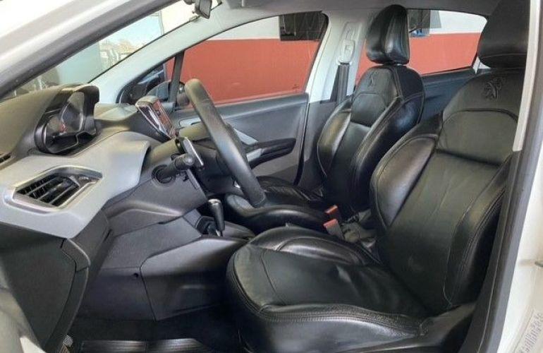 Peugeot 208 1.6 Active Pack 16v - Foto #8