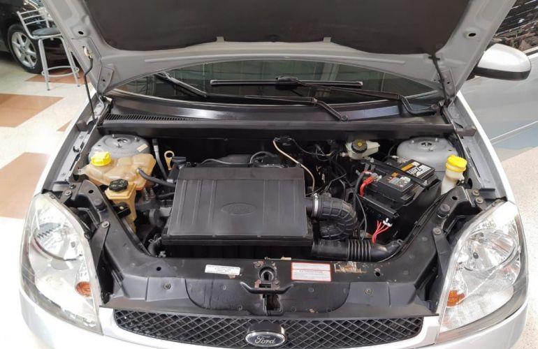 Ford Fiesta 1.6 MPi Class 8v - Foto #3