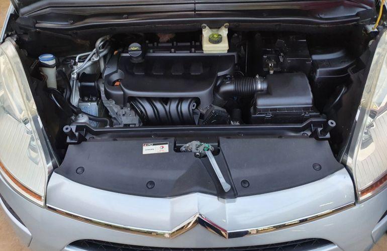 Citroën C4 Picasso 2.0 16v - Foto #6