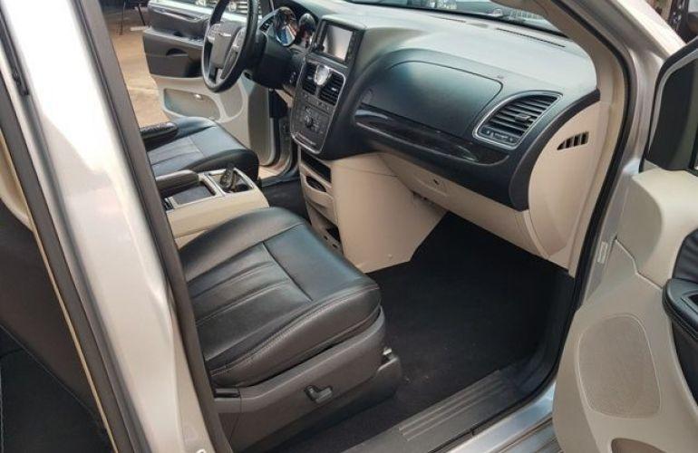 Chrysler Town & Country 3.6 Touring V6 24v - Foto #9