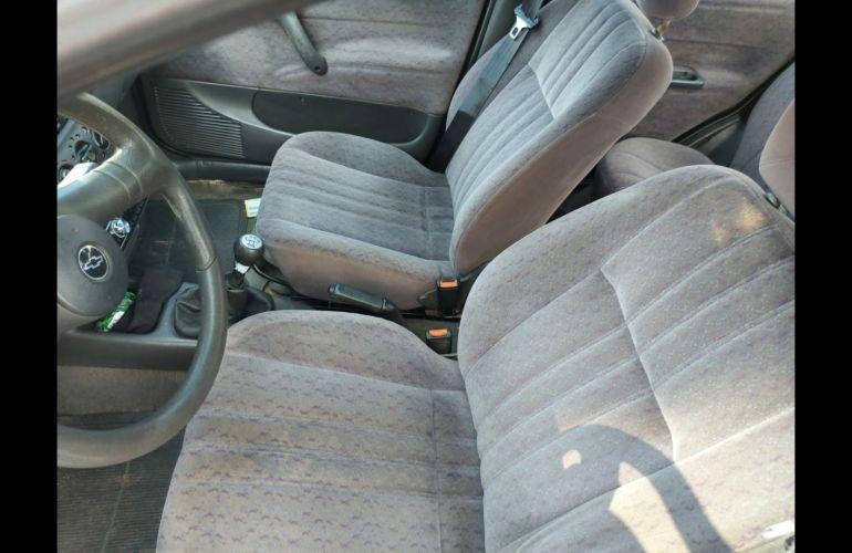 Chevrolet Corsa Sedan GL 1.6 MPFi - Foto #5