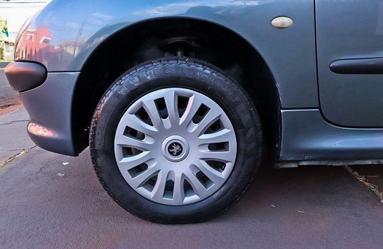 Peugeot 206 1.0 Sensation 16v - Foto #9