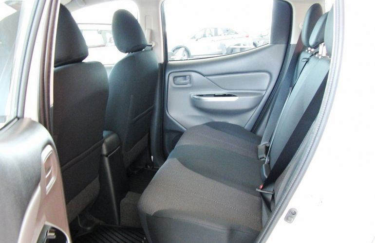 Mitsubishi L200 Triton Outdoor GLS 2.4 - Foto #8