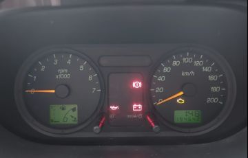 Ford Fiesta 1.6 MPi Hatch 8v - Foto #9