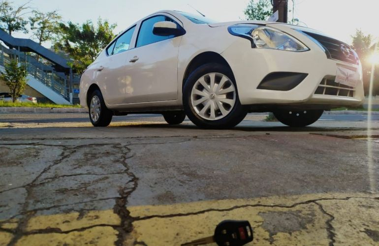 Nissan Versa 1.0 12v - Foto #1