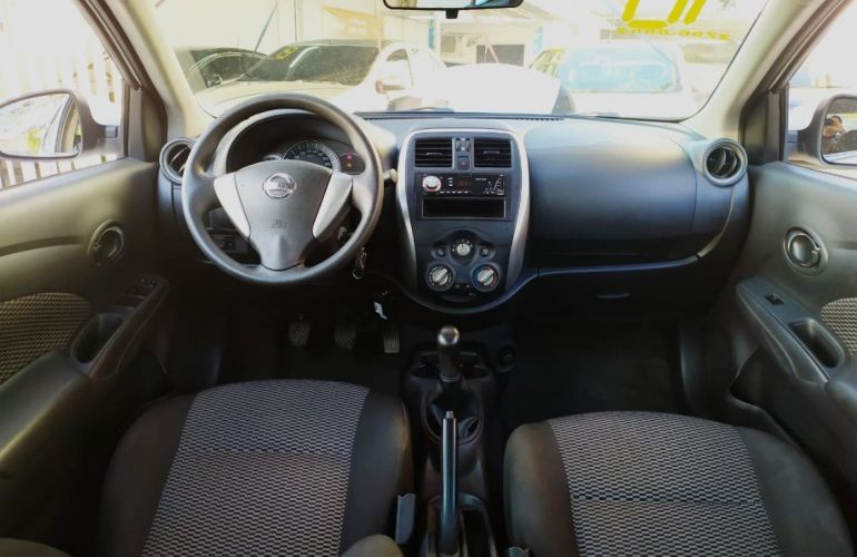Nissan Versa 1.0 12v - Foto #10
