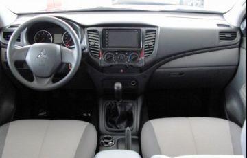 Mitsubishi L200 Triton Sport GLX Outdoor 2.4 4x4 - Foto #4
