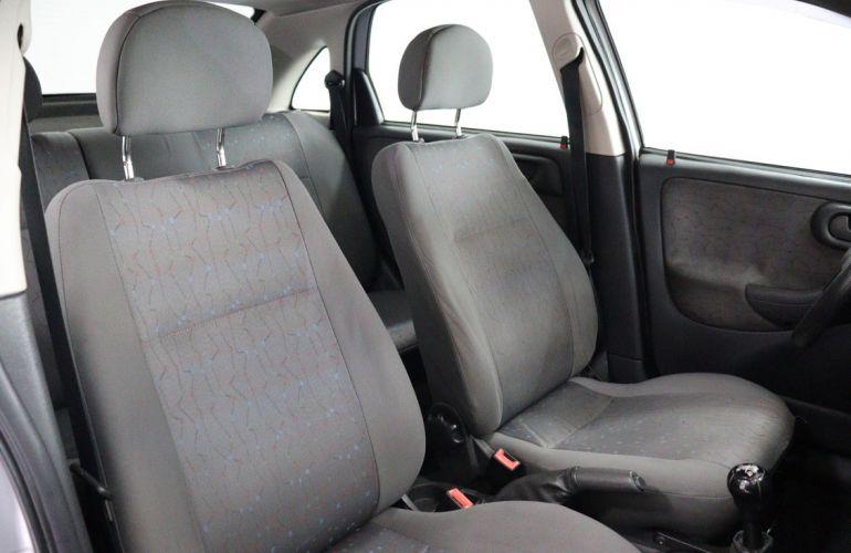 Chevrolet Corsa 1.8 MPFi Maxx Sedan 8v - Foto #9