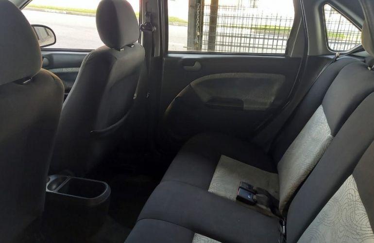Ford Fiesta 1.6 MPi Sedan 8v - Foto #8