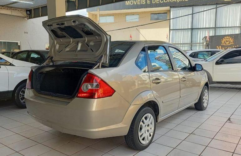 Ford Fiesta 1.6 MPi Sedan 8v - Foto #10