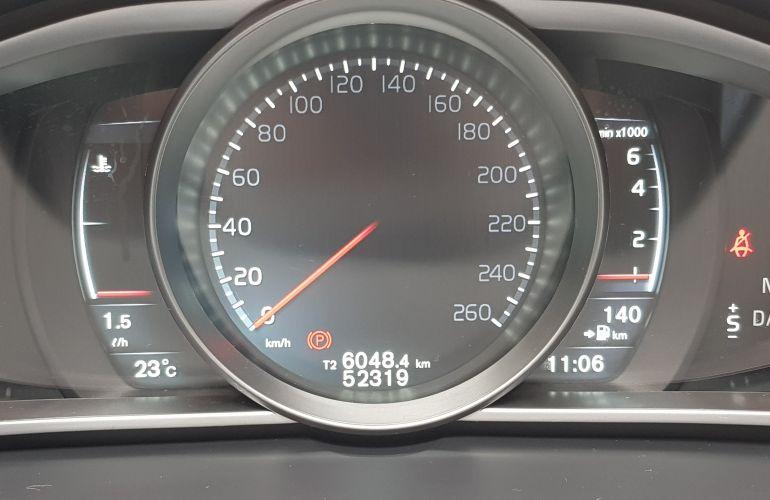 Volvo V40 2.0 T4 Momentum - Foto #2