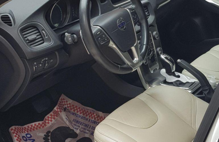 Volvo V40 2.0 T4 Momentum - Foto #3
