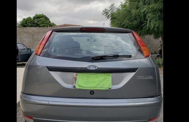 Ford Focus Hatch Ghia 2.0 16V Duratec - Foto #2