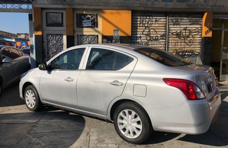 Nissan Versa 1.0 12v - Foto #9