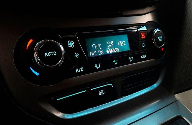 Ford Focus 2.0 SE Fastback 16v - Foto #9