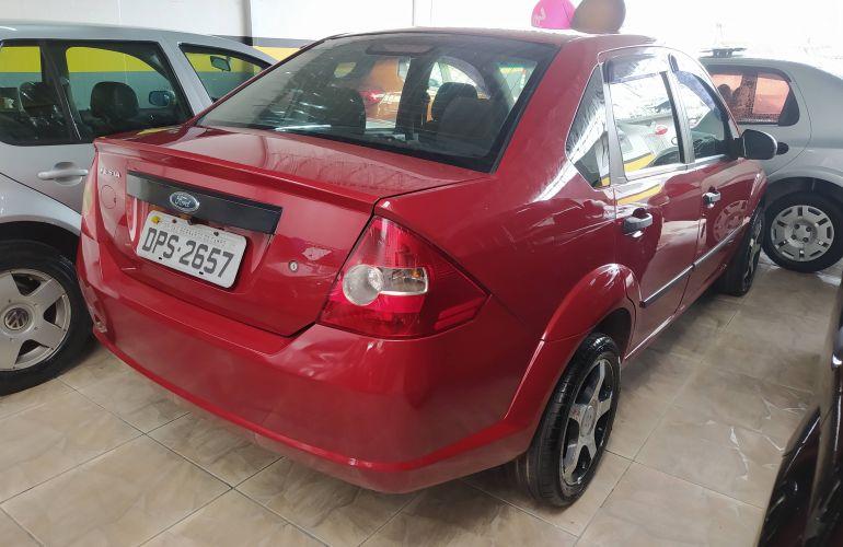 Ford Fiesta Sedan Personnalité 1.0 8V - Foto #3