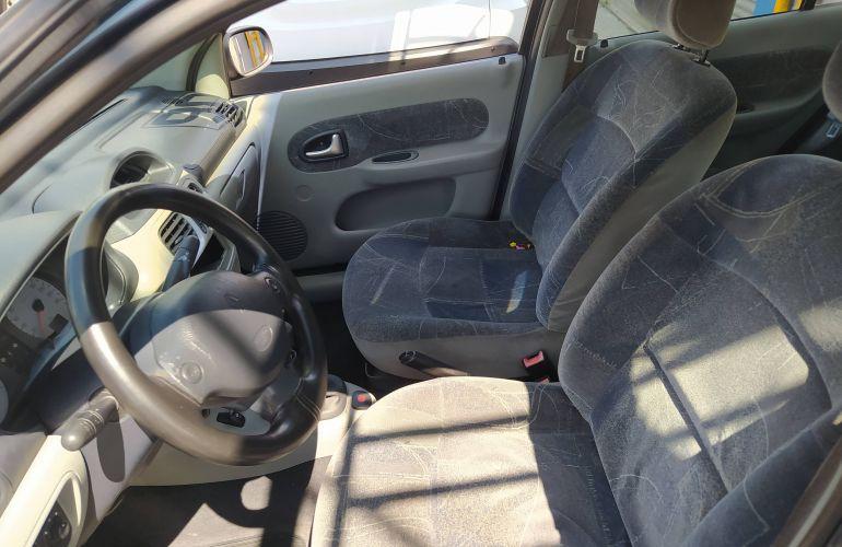 Renault Clio Sedan Authentique 1.6 16V (flex) - Foto #6