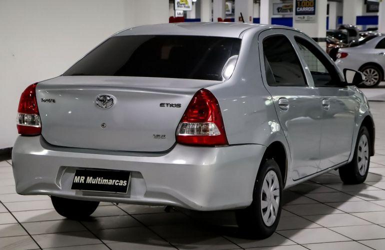 Toyota Etios 1.5 X Sedan 16v - Foto #5
