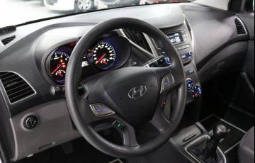 Hyundai HB20S Comfort Plus 1.0 12V Flex - Foto #9