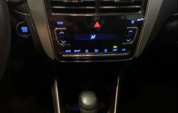 Toyota Yaris 1.5 XLS CVT (Flex) - Foto #2
