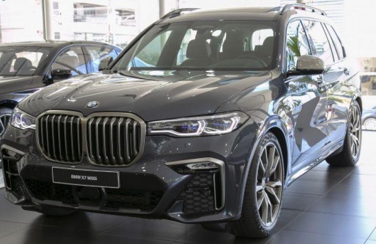 BMW X7 4.4 V8 M50i - Foto #1