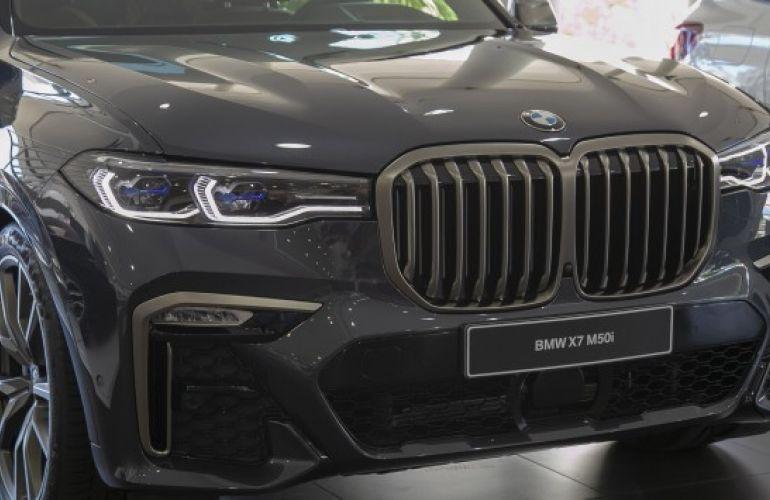 BMW X7 4.4 V8 M50i - Foto #3