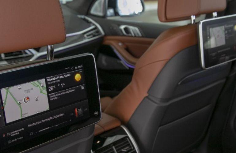 BMW X7 4.4 V8 M50i - Foto #5