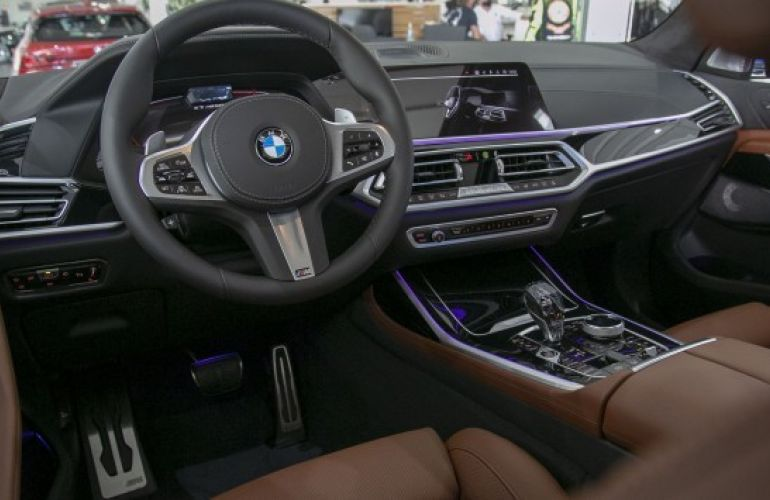 BMW X7 4.4 V8 M50i - Foto #6