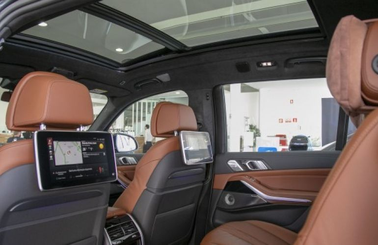 BMW X7 4.4 V8 M50i - Foto #8