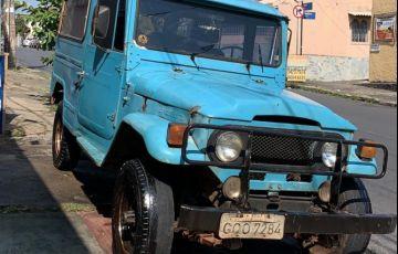 Toyota Bandeirante Jipe OJ50LV 4x4 4.0 (teto rígido)