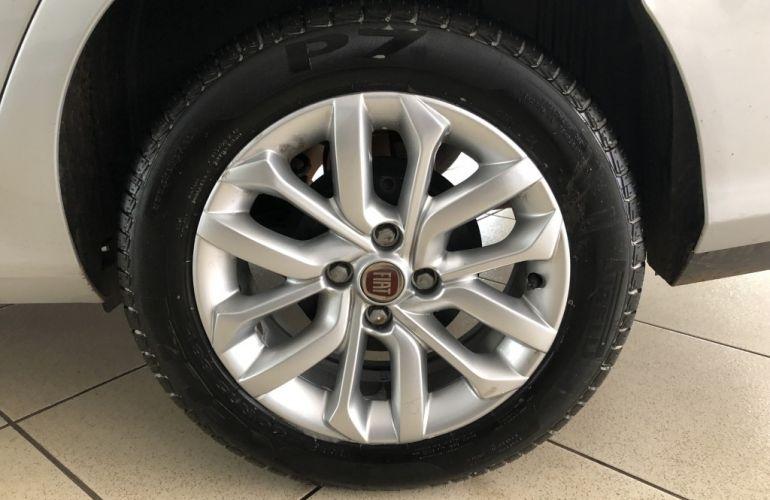 Fiat Cronos 1.3 Drive GSR (Flex) - Foto #7