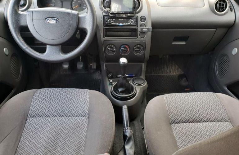 Ford Fiesta 1.6 MPi Sedan 8v - Foto #6