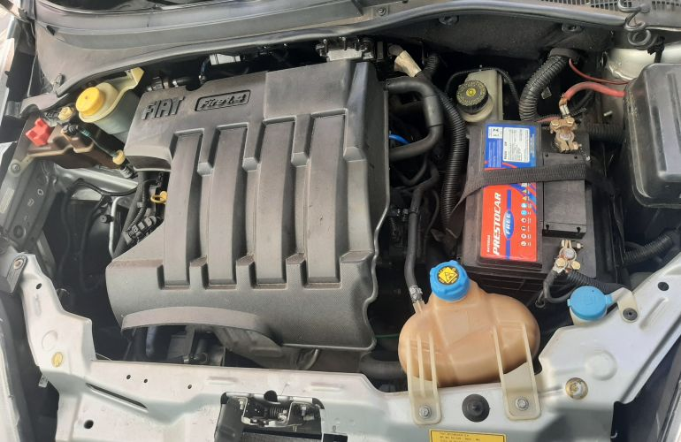 Fiat Punto 1.4 (Flex) - Foto #5