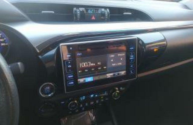 Toyota Hilux 2.8 TDI CD SRX 4x4 (Aut) - Foto #6