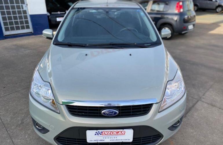 Ford Focus 2.0 Ghia 16v - Foto #1
