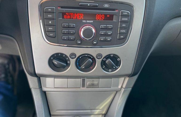 Ford Focus 2.0 Ghia 16v - Foto #10