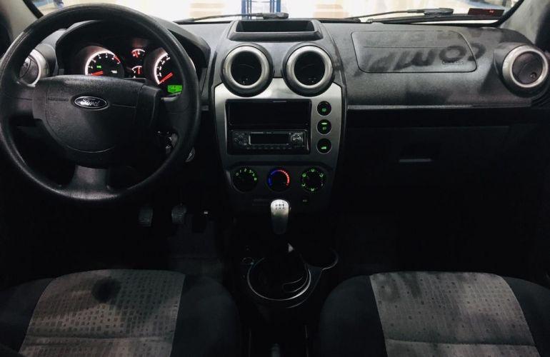 Ford Fiesta 1.6 Rocam SE Sedan 8v - Foto #4
