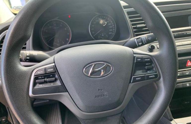 Hyundai Elantra Sedan GLS 2.0i 16V (Aut) - Foto #2