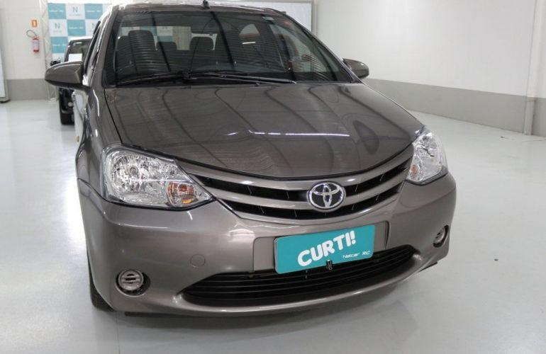 Toyota Etios Sedan X-AT 1.5 16V Flex - Foto #2