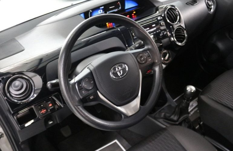 Toyota Etios Sedan X-AT 1.5 16V Flex - Foto #8