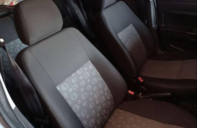 Ford Fiesta 1.0 MPi Hatch 8v - Foto #5