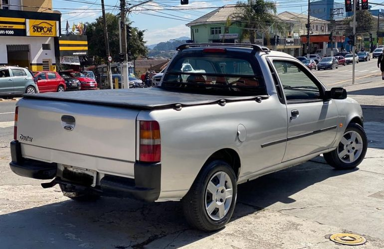 Ford Courier 1.6 L 8v - Foto #4